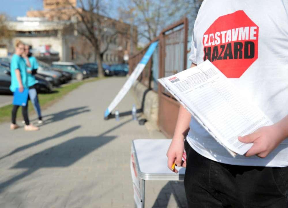 2816701bfea58 Mesto Nitra bude rozhodovať o zákaze hazardu, primátor H..