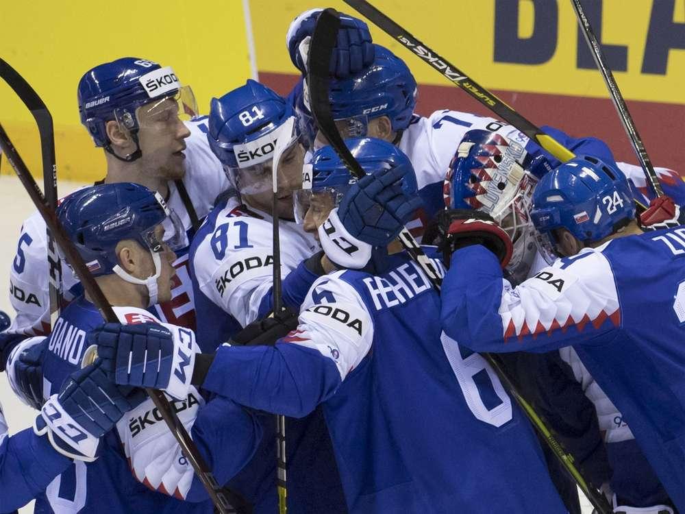239ad6578639 Parádna pocta pre slovenského hokejistu  FOTO Vyhlásili ho za hrdinu prvého  dňa!